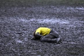 Rugby je tvrdá hra.