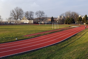 Rekonstrukce atletického areálu.