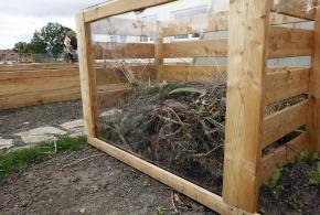 Kompost s prosklenou stěnou