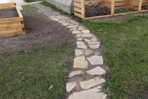 Kamenné nášlapy z různých druhů kamene (s popisem)